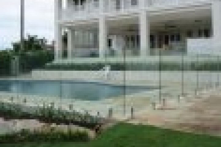 Temporary Fencing Suppliers Frameless glass 720 480